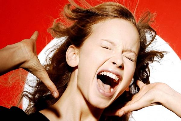 Por que o grito é detectado tão facilmente?