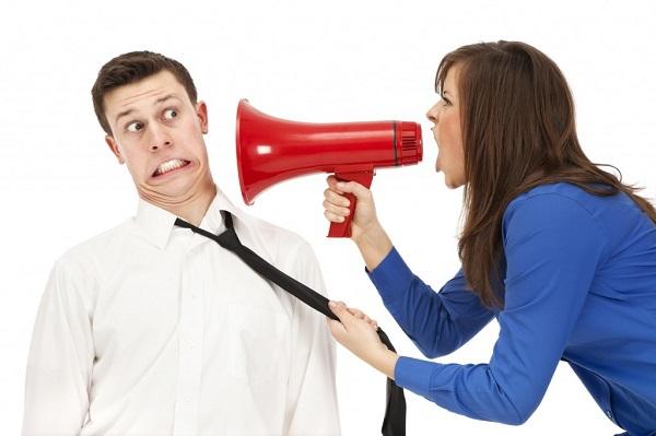 Por que é mais fácil criticar do que elogiar?