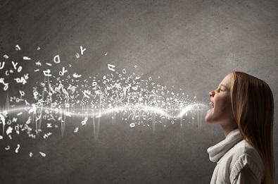 Como a voz influencia as emoções?